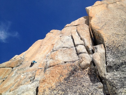 La Rebuffat à l'Aiguille du Midi 3842m est une voie sur le granit exceptionnel de Chamonix en 5 sup