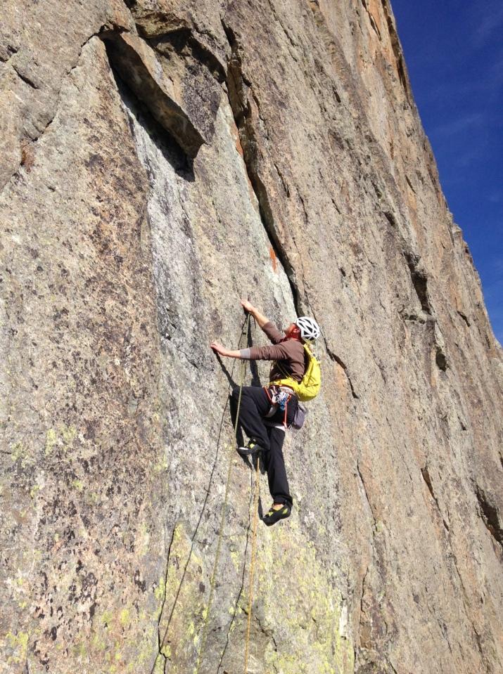 Stephane en tête dans une bien belle voie d'escalade de 320 m en 11 longueurs dans le 6A/6B.
