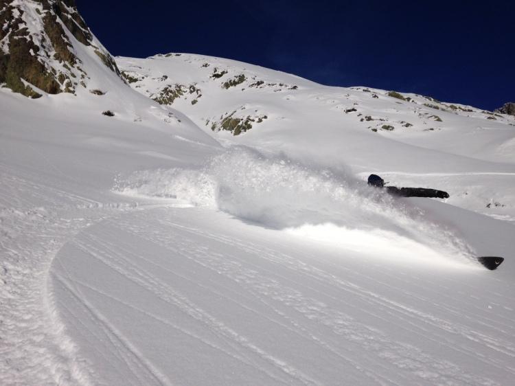 Snowboard dans les Aiguilles Rouges avec Lionel, président de Chamonix Snowboard School en Dupraz 6+