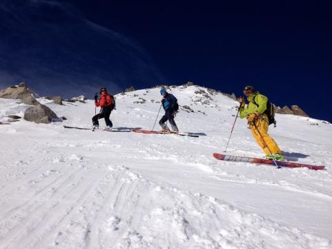 Pente à 40° à ski dans la face sud de l'aiguille d'entrève