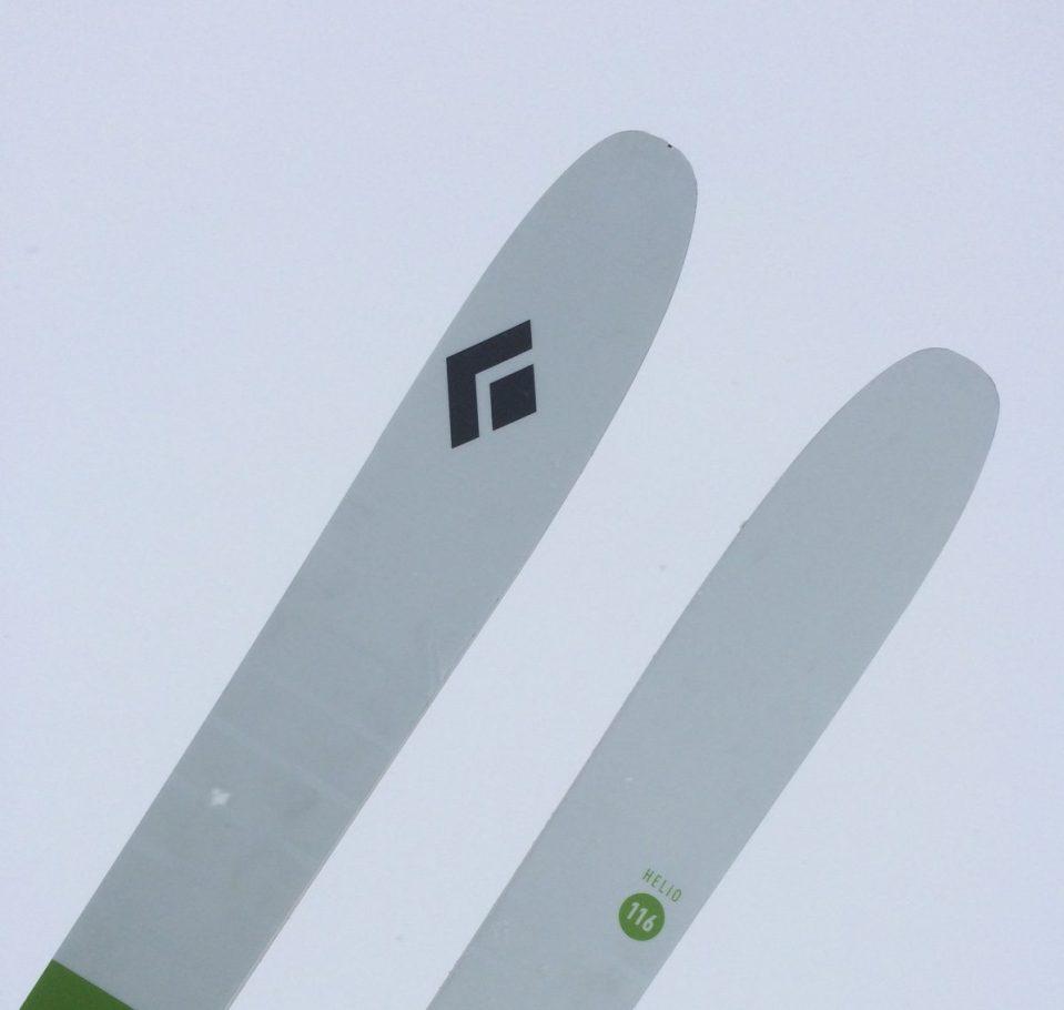Certainement le meilleur ski que j'ai jamais eu ! Monté avec une fixation à insert.