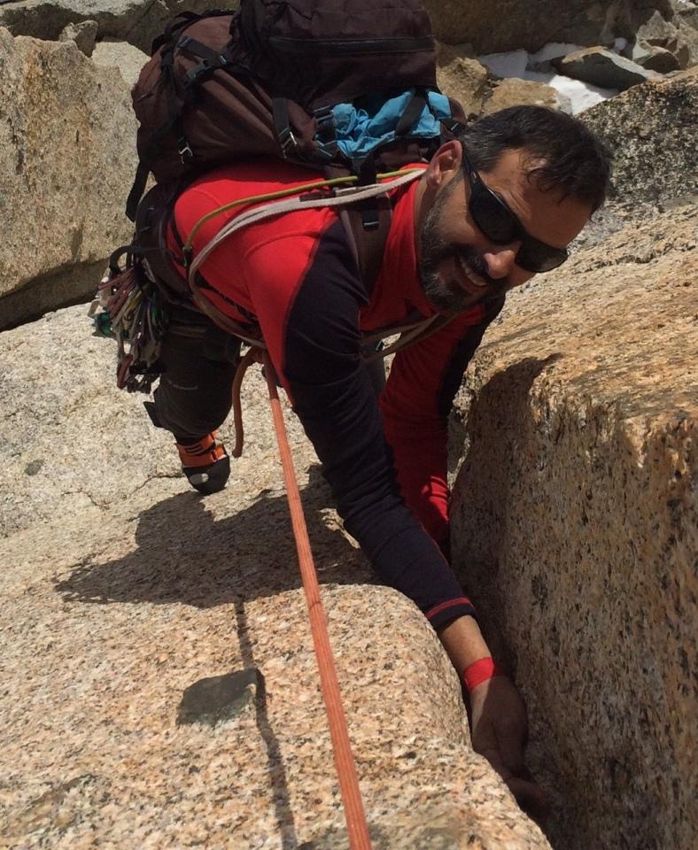 escalade en fissure, granit à chamonix