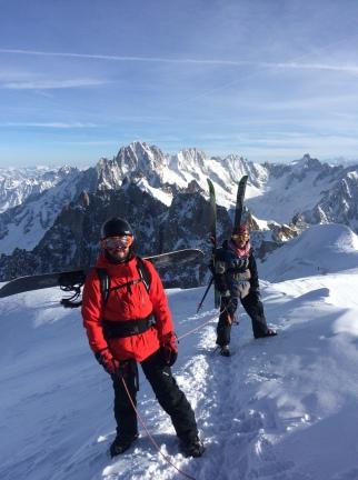 Au pied de l'arête de l'aiguille du Midi, avant de skier la vallée blanche à chamonix