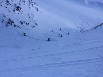en montant à la pointe de bron en ski de randonnée