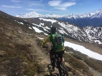 VTT enduro au portail de fully en valais suisse au départ de chamonix mont blanc et Chamonix Gravity Bike