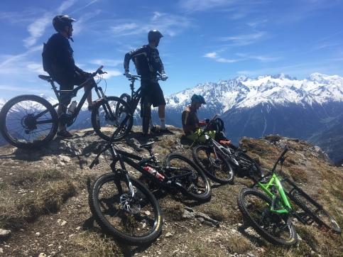 VTT enduro en valais suisse au départ de chamonix mont blanc et Chamonix Gravity Bike
