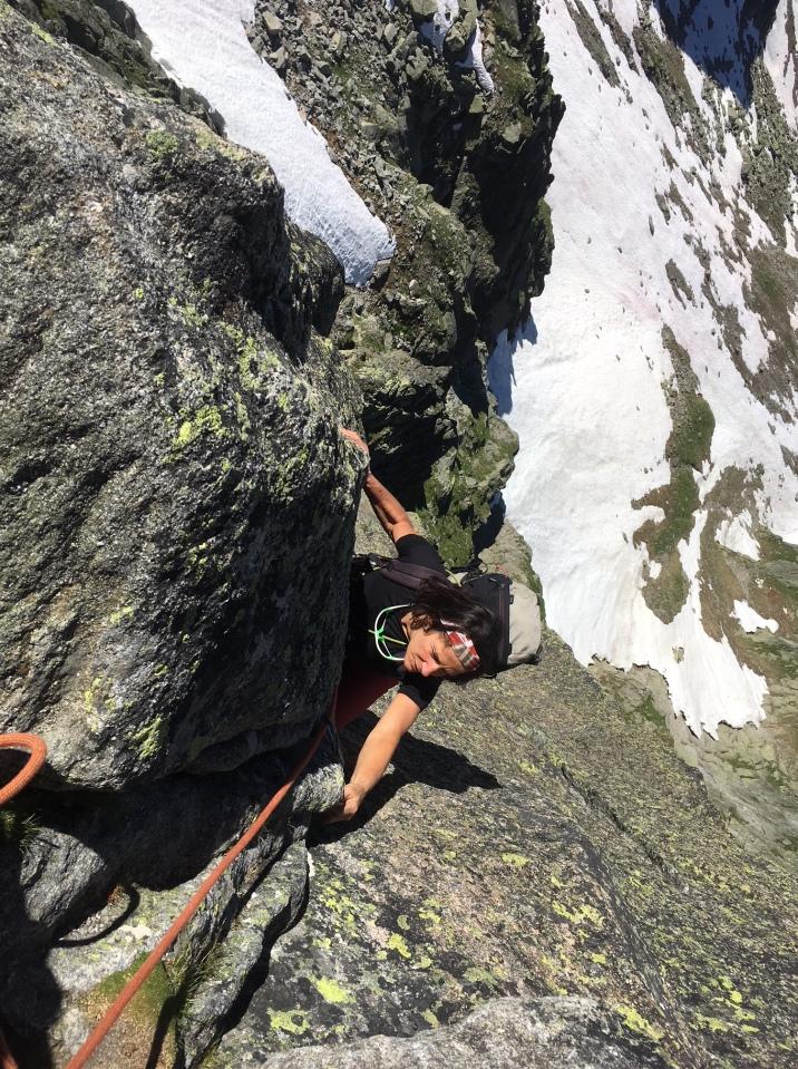 escalade en fissure sur granit a chamonix