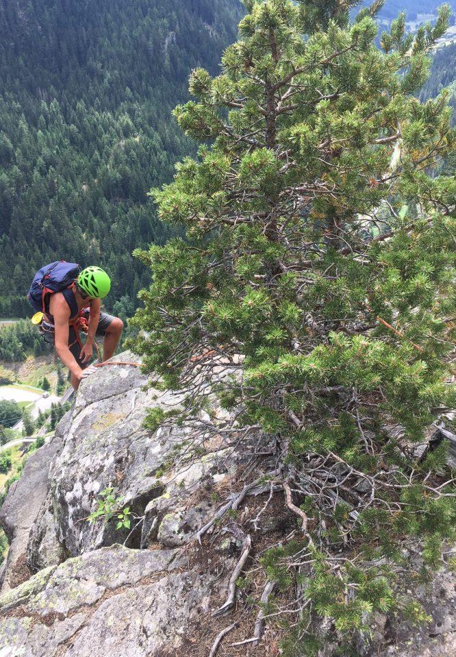 """escalade sympa au dessus du chatelard; frontière en la france et la suisse dans la vallée"""""""