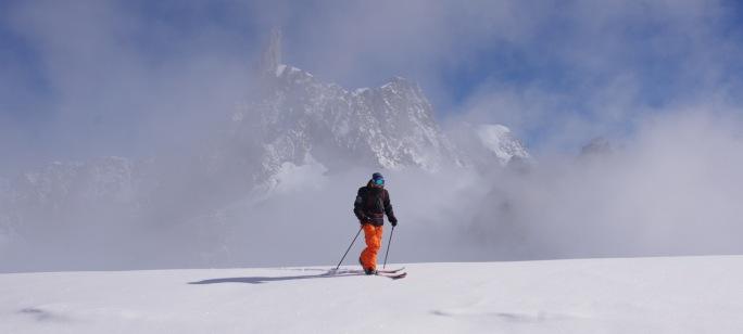 splitboard dans le massif du mont blanc avec un guide snowboarder