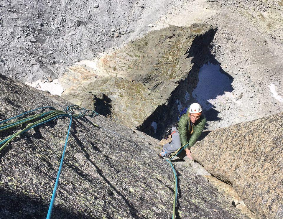 escalade en granite à chamonix de Laurence d'Arabie face ouest de blaitiere