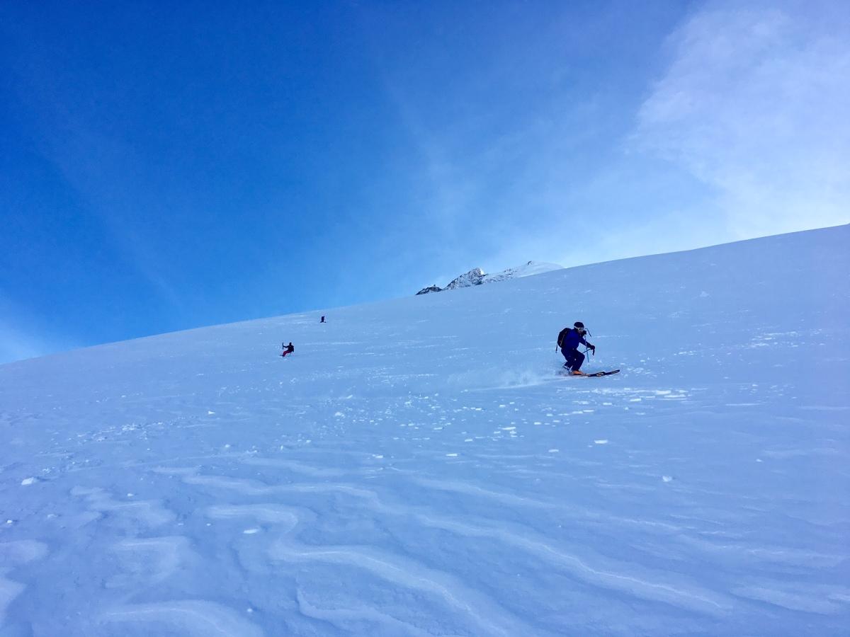 en ski de randonné ou en split au sommet des Grands Montets