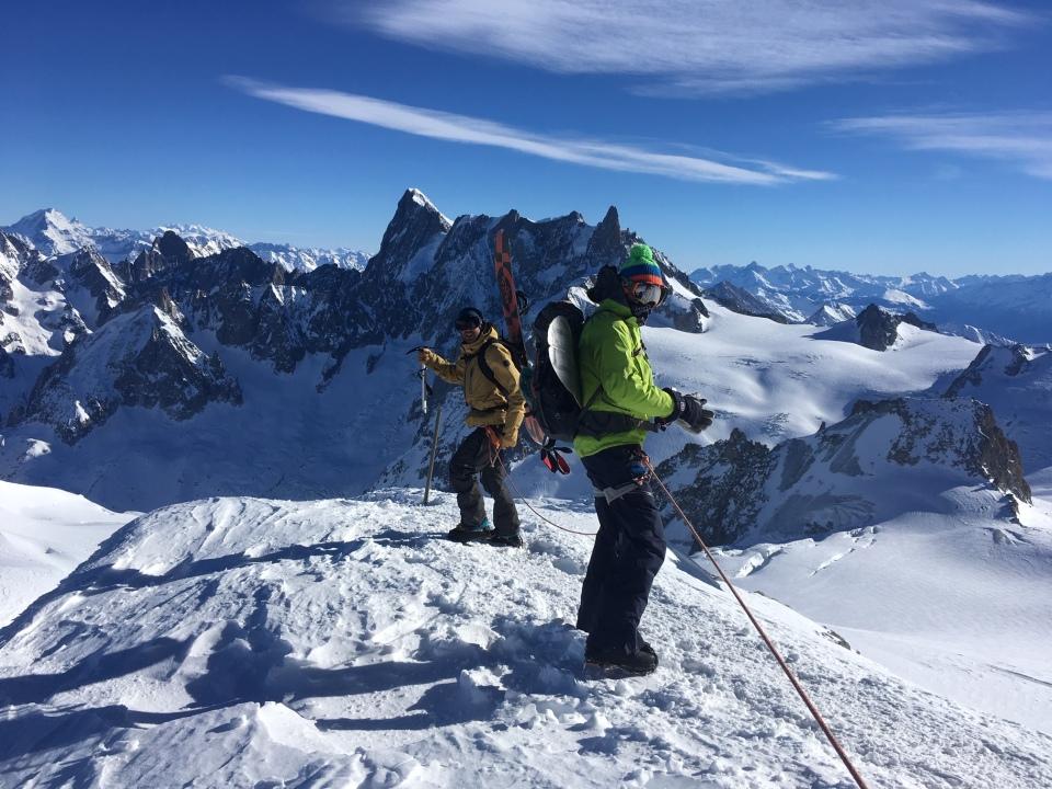 au départ de l'aiguille du Midi, la vallée blanche en snowboard