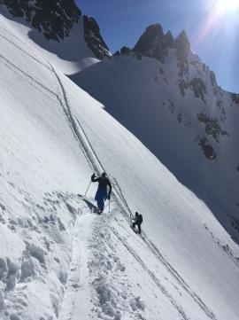 en montant en ski de randonné au Col de Beugeant depuis l'index