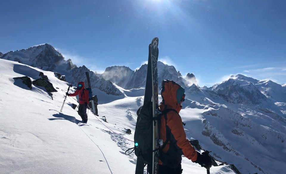 en arrivant à la pointe de Bron en ski de rando depuis les remontées mécaniques du Tour