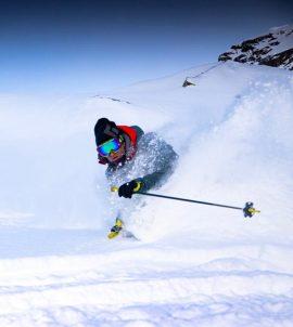 ski freeride et ski hors pistes à chamonix avec un guide haute montagne de chamonix